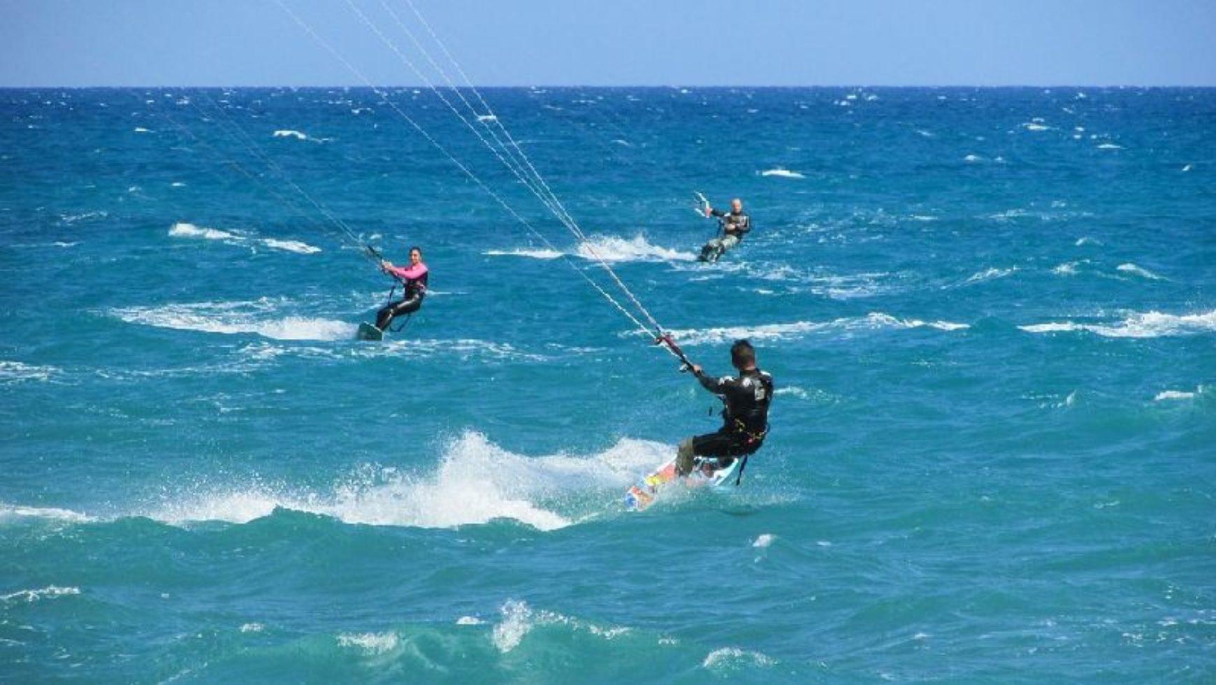 Kitesurfing dla firm – integracja nad morzem