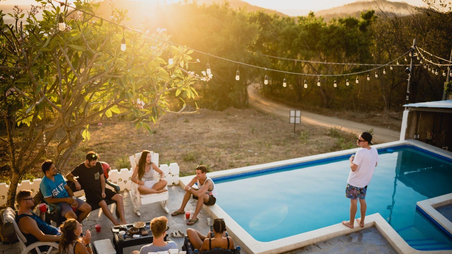 Dlaczego impreza plenerowa jest lepsza niż spotkanie integracyjne w biurze?